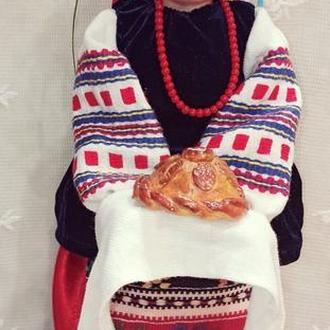Украинка с караваем-  кукла
