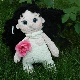 Игрушка кукла вязаная
