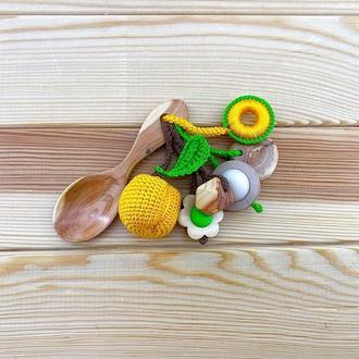 Грызунок-ложка из можжевельника (погремушка) - абрикос