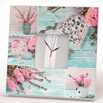 Дизайн часы Коллаж фотографий с гиацинтами, ивой и декоративным сердцем на деревянном бирюзовый фоне
