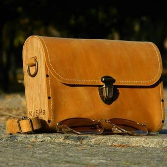 Горчичная сумочка из кожи