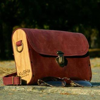 Марсаловая сумочка из кожи и дерева
