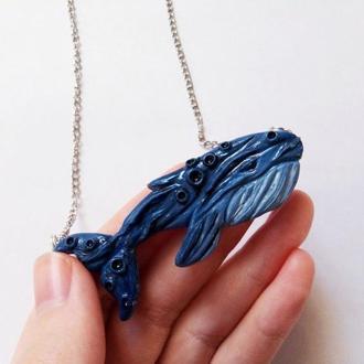 Кулон синий кит, кулон кит из  полимерной глины, печальный кит