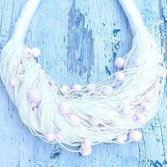 Колье из натурального белого льна и розовых бусин из полимерной глины ручной работы