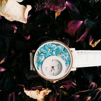 Часы с мікровишивкою
