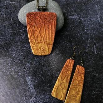 Комплект украшений с золотым орнаментом, кулон и серьги