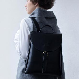 Черный кожаный рюкзак с карманом для смартфона