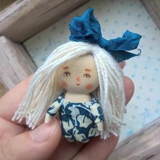 Миниатюрная деревянная куколка /4.5 см/