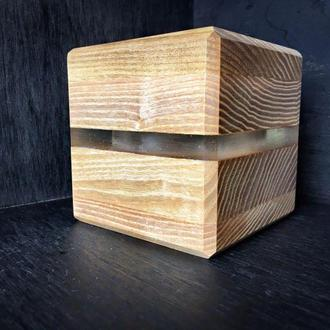 Деревянное кашпо с эпоксидной смолой