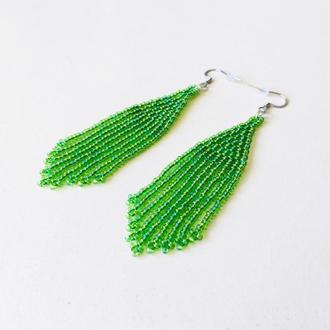 Зеленые серьги из бисера, бисерные серьги, длинные зеленые серьги, серьги бахрома