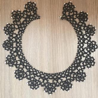 Черное ажурное колье с бусинами