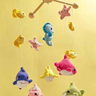 Детский вязанный мобиль с акулами/Вязанный Акуленок/Семья акул мобиль