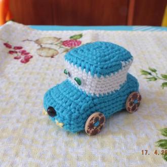 Машинка на цветных колесах