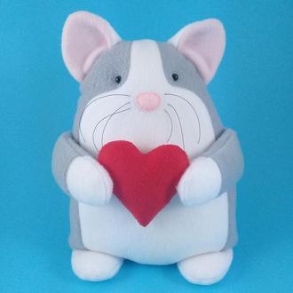 Игрушка Влюбленный серый котик