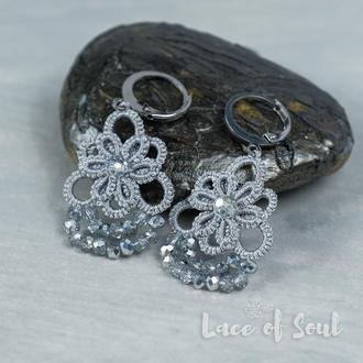 Серые с серебром кружевные серьги
