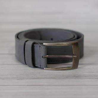 Ремень кожаный мужской серый с классической пряжкой.