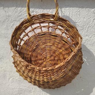Плетеная корзинка декор стен или дверей