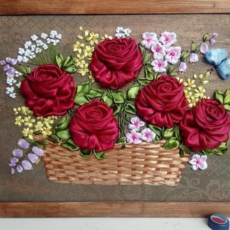 Картина вышитая лентами Розы в корзине