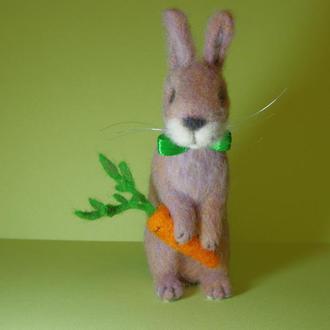 Игрушки валяные из шерсти. Заяц Bobby Carrot.