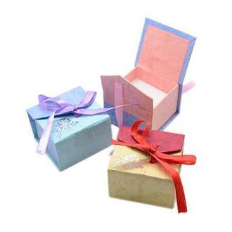 Картонная коробочка для украшений в ассортименте
