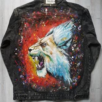 Джинсовая куртка с росписью Лев