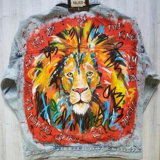 Джинсовая куртка с росписью Лев2