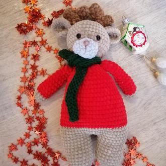 Рождественский олень Рудольф. Новогодний олень из плюшевой пряжи