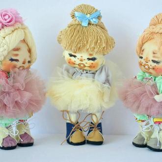 Кукла  с голубым бантиком