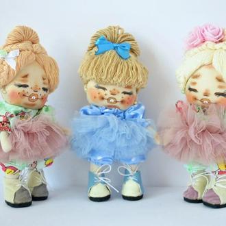 Кукла маленькая в голубом