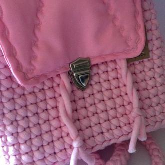 Розовый вязаный рюкзак
