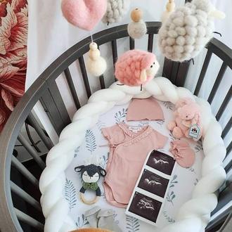 Мобиль детский овечки и 2 сердечка розово серые