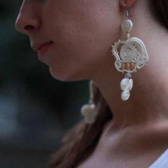 Белые ажурные серьги. Крупные плетеные вручную сережки. Украшение невесте