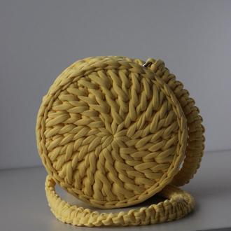 Кругла сумка з трикотажної пряжі