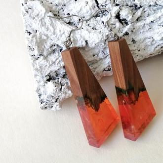 Яркие длинные серьги. Красно-оранжевые сережки. Деревянные серьги-подвески  в подарок девушке