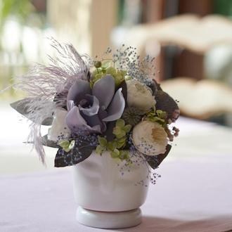 Кашпо зі стабілізованими квітами і сухоцвітом