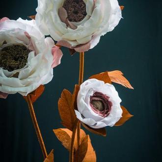Ростовые цветы- стойка на 3 пионовидных розы кофейного цвета