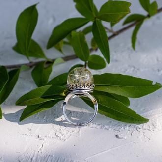 Крупное кольцо из ювелирной смолы с одуванчиком