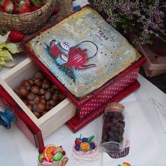 короб скринька в червоному кольорі