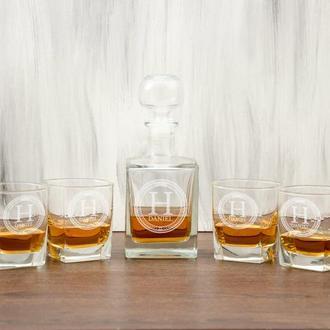 Стеклянный набор для виски графин и стаканов в деревянном сундуке