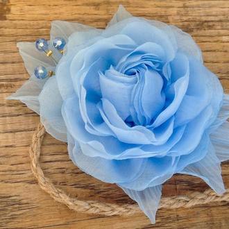 Блакитна троянда на пов'язці