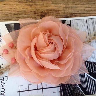 Троянда на пов'язці