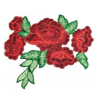 Красные розы 5 бутонов аппликация Embroidery 150x125 мм (50672)