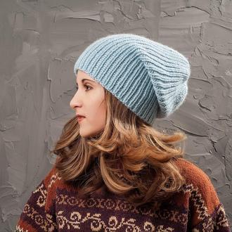 Небесно-голубая зимняя шапка
