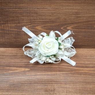 Бутоньерка-браслет для подружек невесты и\или гостей бежевая