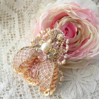 Свадебная брошь розовая муха