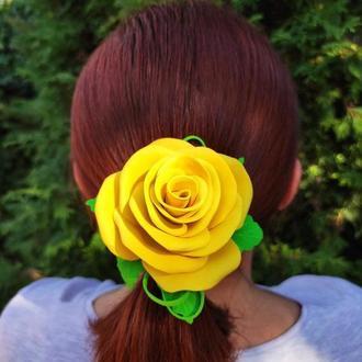 Желтая чайная роза на резинке из фоамирана