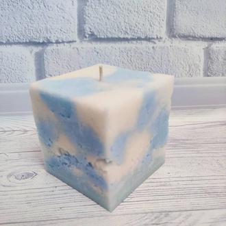 Мраморная свеча с ароматом молока и меда