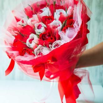 Букет из конфет Белые и красные розы