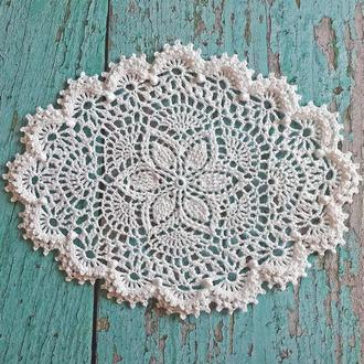 Белая текстурная салфетка овальной формы