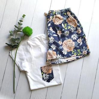 """Женская пижама из трикотажной футболки и шортов """"Букет цветов на синем"""""""